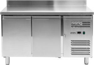 Chladiaci stôl 282 L YG-05250 Chladiaci stôl 282 L dvojdverový s rozmermi 136x70x95 cm, nastaviteľná teplota na displeji v rozsahu od -2°C do +8°C. Vyrobený z nerezovej ocele.